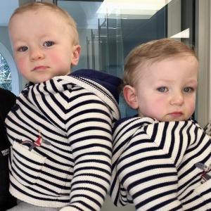 Lucky twin boys got two mummies!!